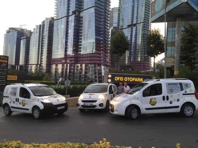 Daha yeni bir hizmet olan Beykent pet taksi ile 7/24 hizmet almak mümkündür. Toplu taşımalarda evcil hayvanların taşınmasının yasak olması